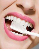 五种简单的方法让牙齿更洁白