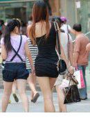 齐B小短裙满天飞 街拍街头惹火靓妹!
