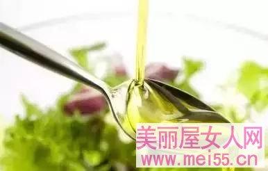 橄榄油用处大,去除眼角细纹,除皱又护肤